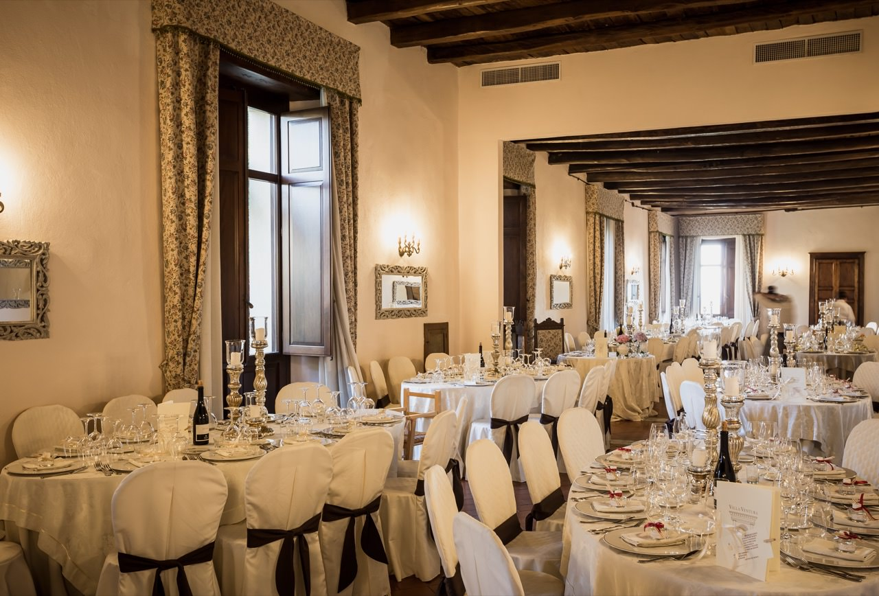 Interiors of the reception rooms for weddings with floral arrangements - Villa Ventura - Falerna - Catanzaro - Calabria